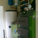 połączenie kotła węglowego z podajnikiem oraz układu kolektorów słoneczych